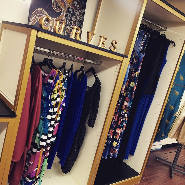 Ladies!! 25% off of all purchases @dressing_room_boutique #DressingRoomBoutique #CLTEvents
